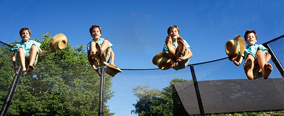 Les enfants adorent le trampoline