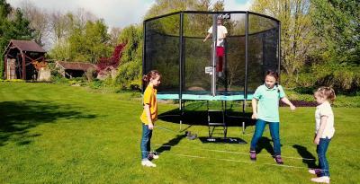 Un esprit Sport, des couleurs Fun, la gamme PUNCHI a été conçue pour vous offrir un trampoline robuste, fiable et de qualité