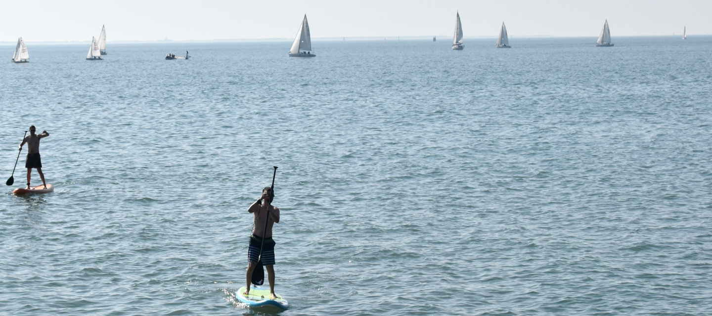 stand up paddle gonflable kangui sur l'eau