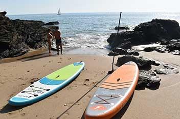 Les paddles Fidji et Bali de Kangui sur une plage de sable