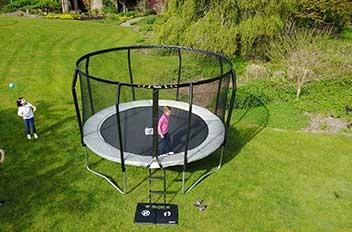 Trampoline de jardin famili, le trampoline le plus robuste fabriqué en europe